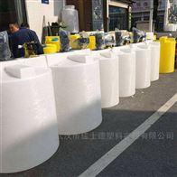 武汉3吨PE计量罐带搅拌机计量泵