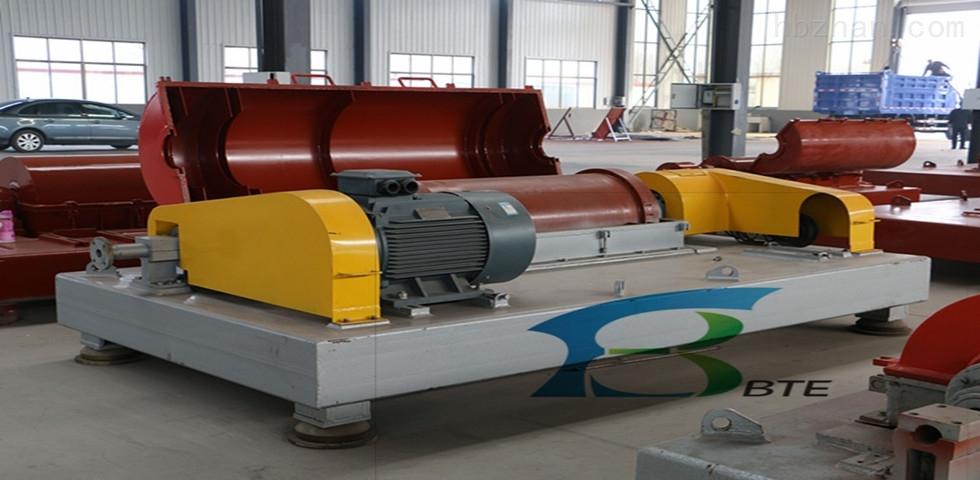 淄博造纸厂污泥处理卧螺离心机运行现场