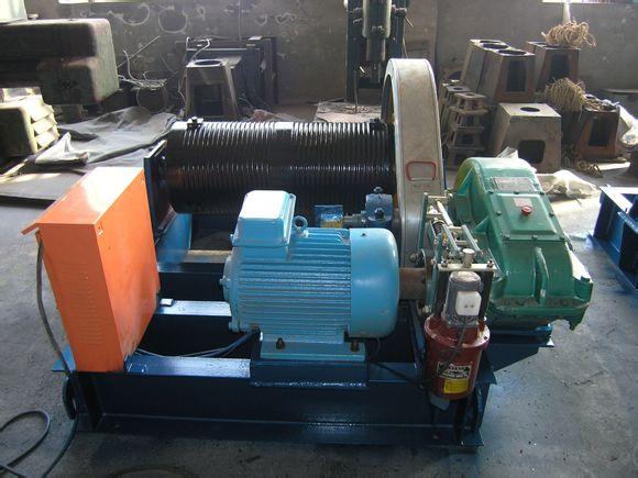 在产品安装完毕,要对机器进行清理,补修已损坏的保护油